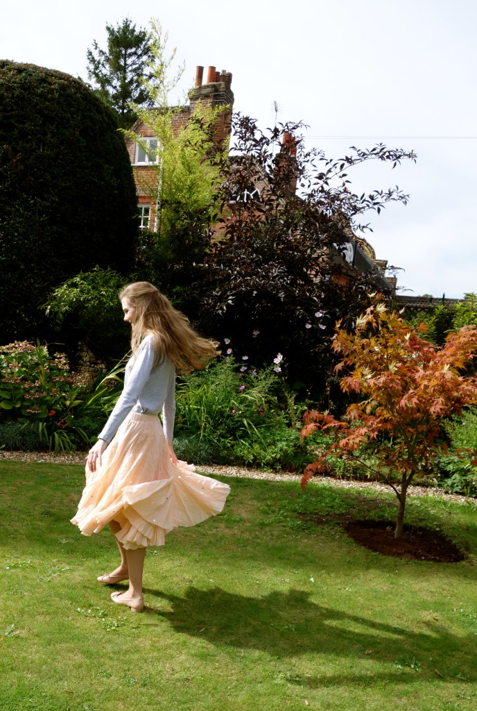 What To Wear To A September Wedding The Surrey Edit